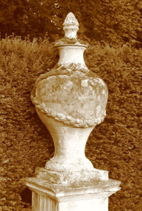 Chiswick_house_urn_2