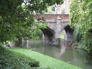 Eltham_palace_bridge