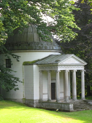 Chiswick_house_garden_temple