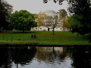 Chiswick_house_lake_view