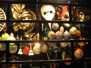 Venice_masks_at_night